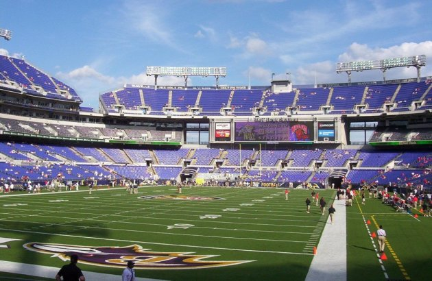 Baltimore apartments near inner harbor bolton house for Restaurants m t bank stadium