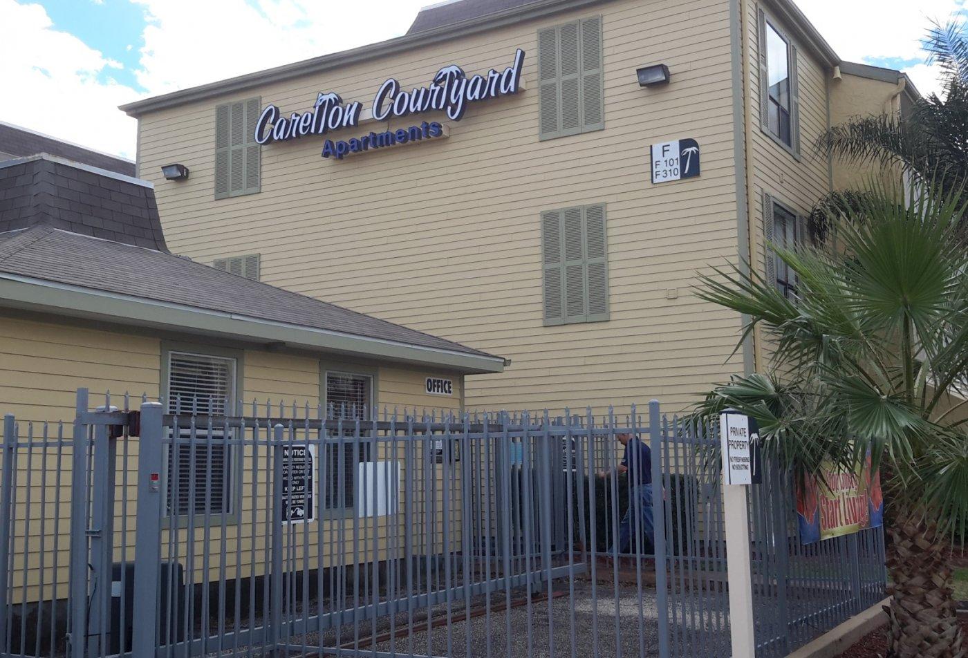 Luxury apartments at Carelton Courtyard apartments in Galveston TX