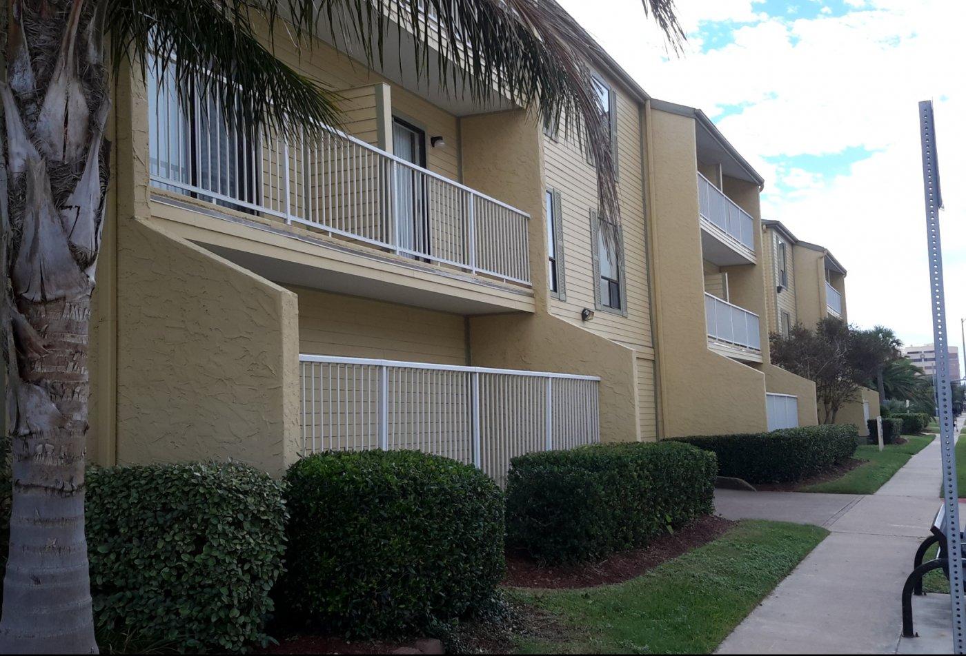 Carelton Courtyard Apartments