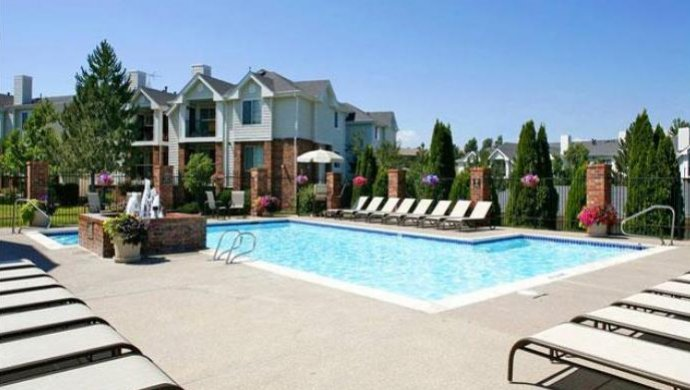 Englewood CO apartments | Swimming Pool