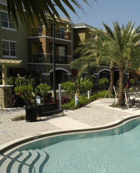 Sparkling Pool | Apartments In Orlando | Urbana