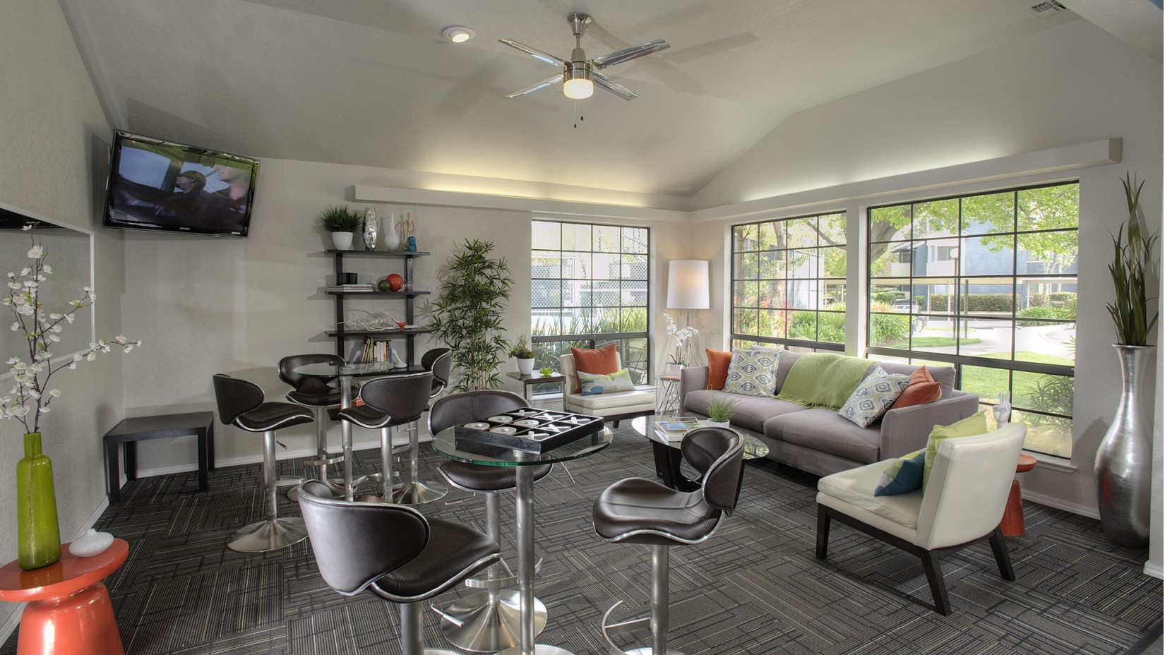 Resident Lounge | Apartments In Davis CA | The Edge