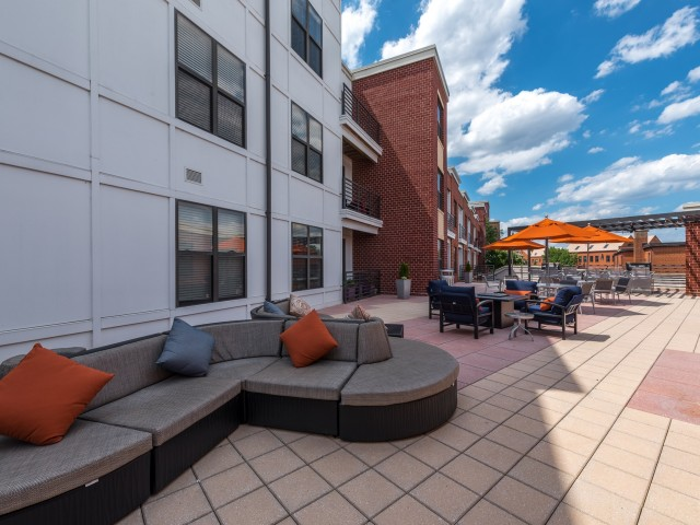 Alexandria VA Luxury Apartments | Del Ray Central