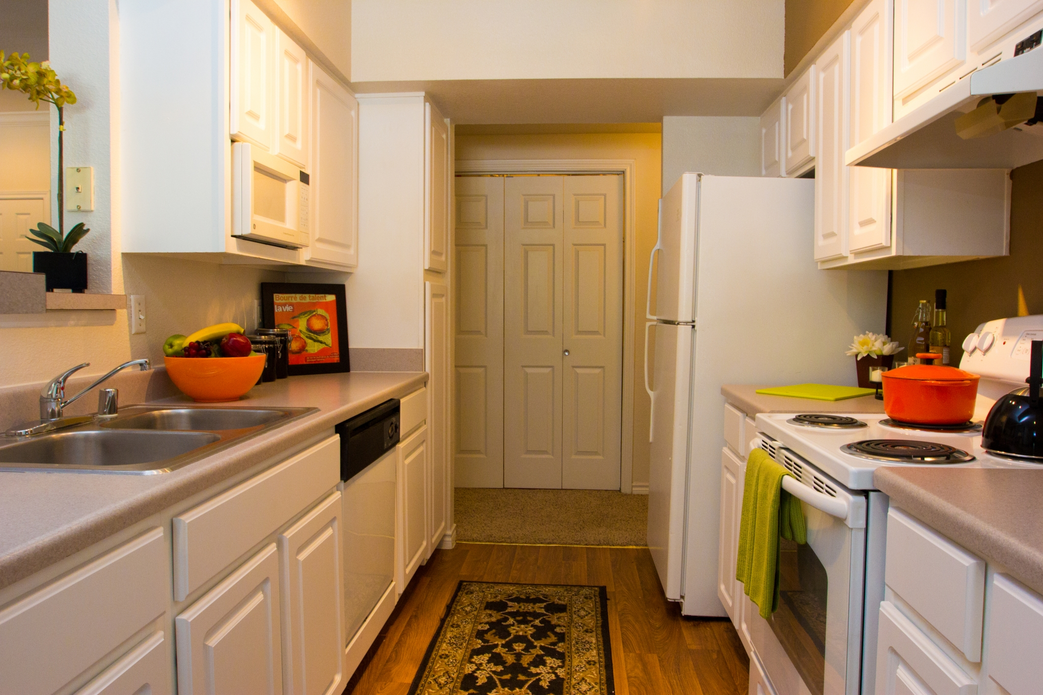 The Lodge at River Park Apartments Kitchen