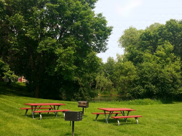 Image of Picnic and grilling facilities for Birch Lake Townhomes