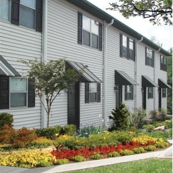 Find Townhomes For Rent: River Hill Townhomes