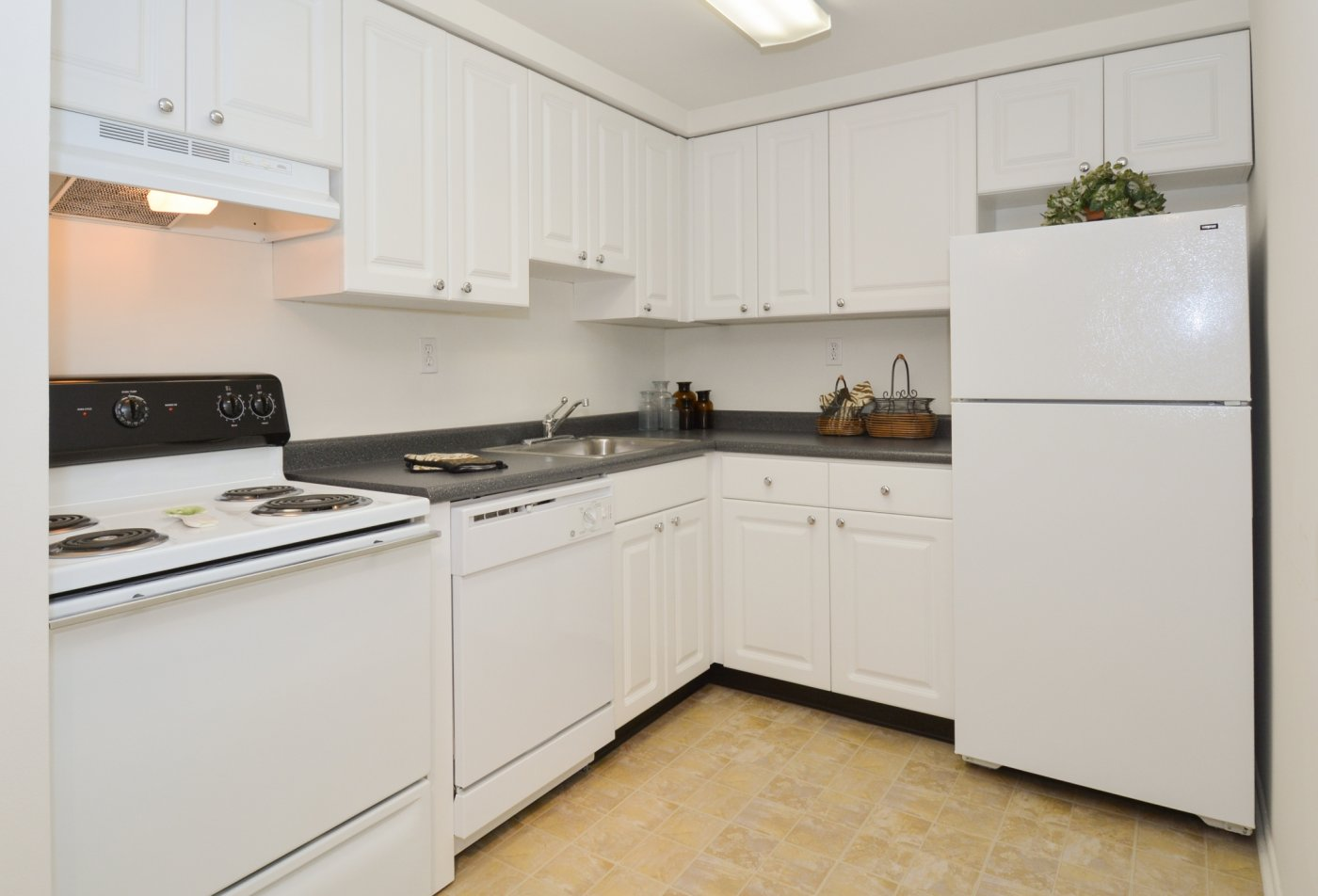 Modern Kitchen | Secane PA Apartment For Rent | Bishop Hill Apartments