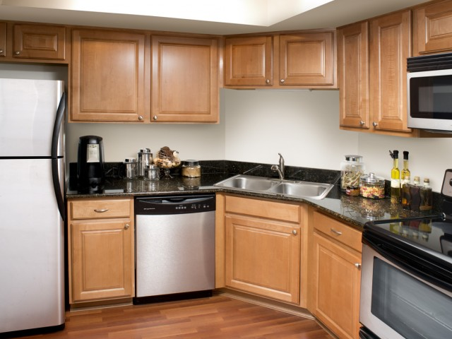 Oakbrook terrace il apartment rentals versailles at for 17 west 720 butterfield road oakbrook terrace il 60181