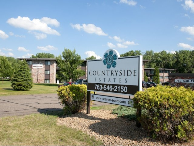 Countryside Estates Apartments in Plymouth, MN