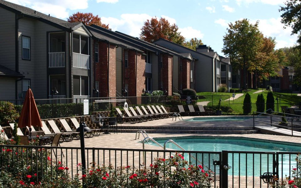 Swimming pool at Viera Cool Springs apartments   Franklin TN