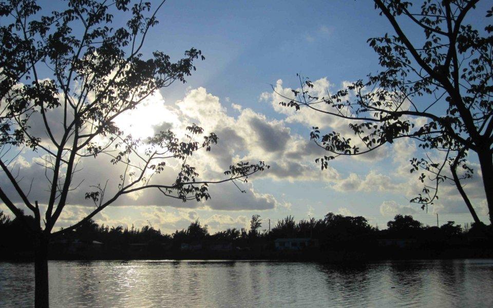 Sunshine Lakes Apartments