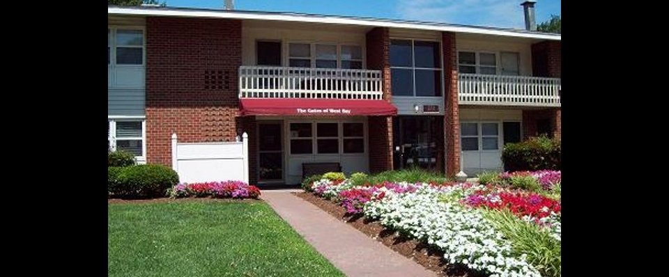 Beautifully landscaped grounds of our 3 bedroom apartments in Norfolk VA at The Gates of West Bay