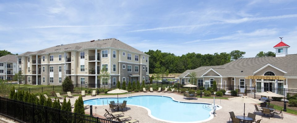 Resort-style pool of luxury apartments in Newark, DE