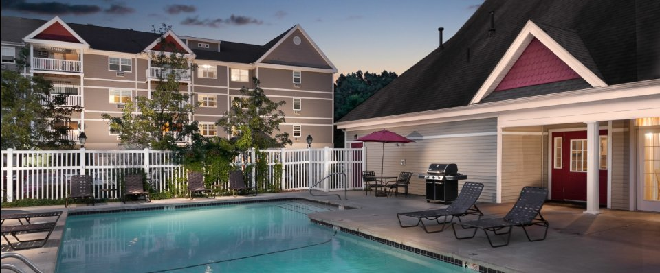 Luxury pool at Kensington at Chelmsford MA apartments