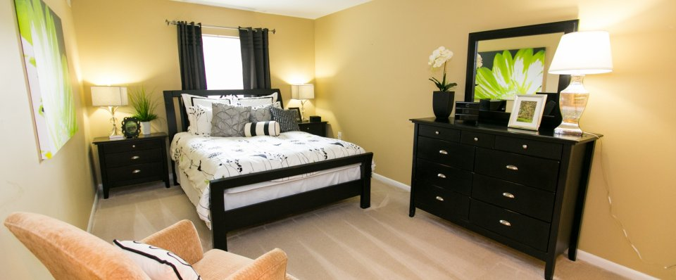 Lucury bedrooms at Crofton village apartments in Crofton MD
