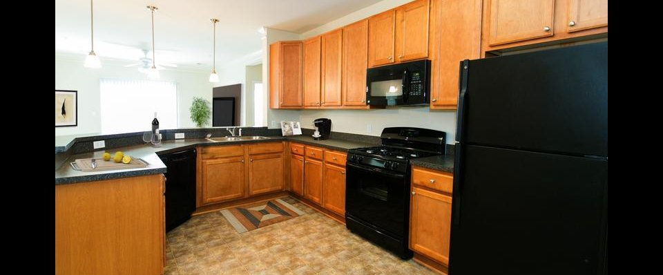 Spacious Kitchen at the Reserve at Stoney Creek | Pasadena MD