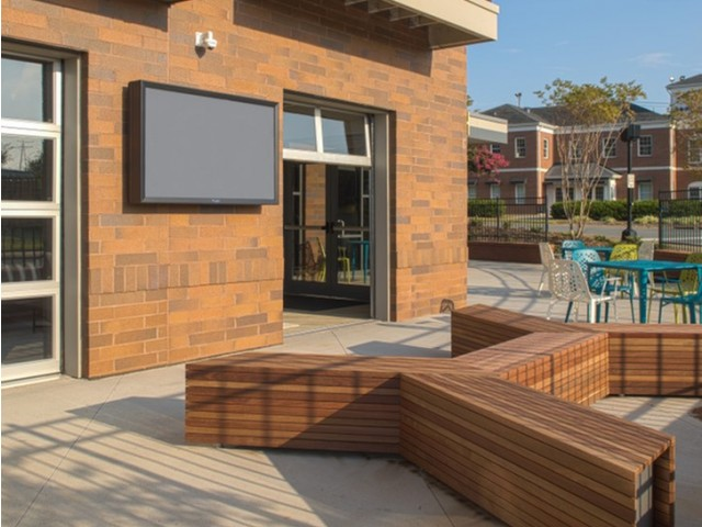 Image of Outdoor Lounge for 757 North Apartments