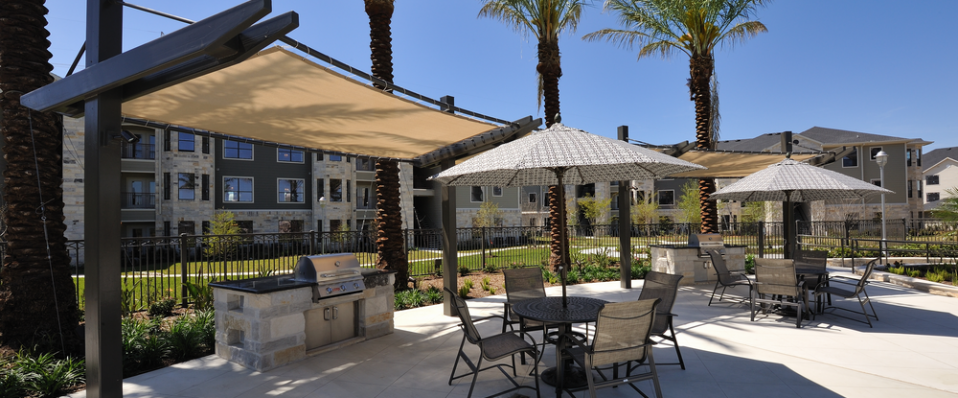 Gazebo, grill, and sundeck at Atascocita apartments