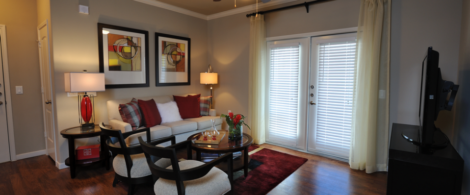 Apartments in Kingwood boutique living room