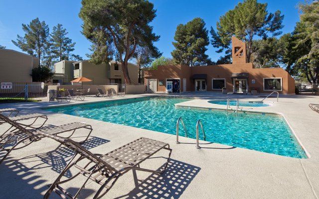 Apartments for rent in Tucson, AZ pool