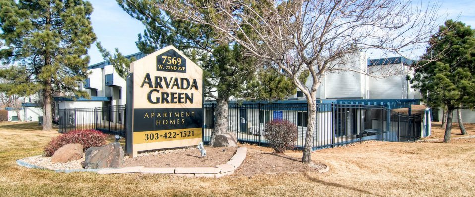 Arvada Green apartments in Arvada, CO entrance