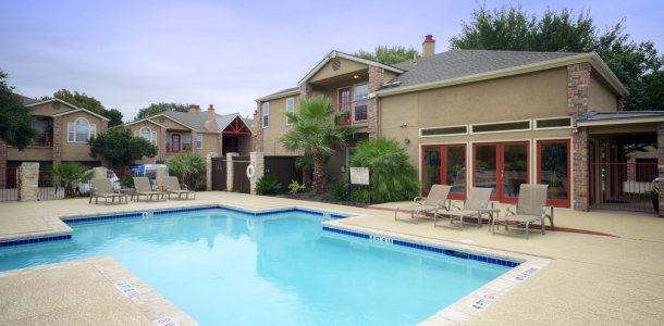 Apartments in Austin, TX with sparkling pool