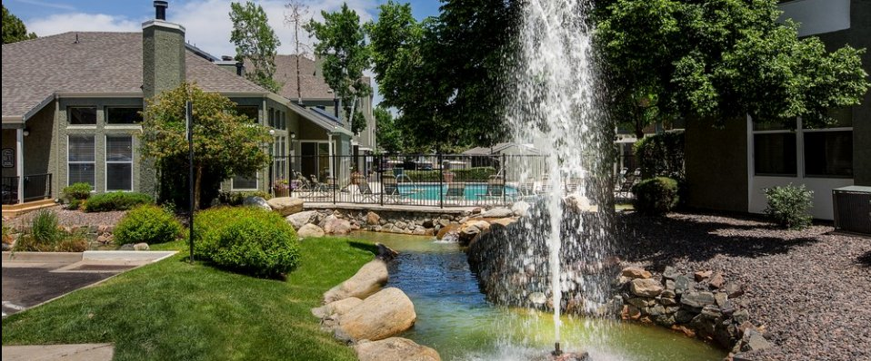 apartments in Aurora | Beautiful Grounds