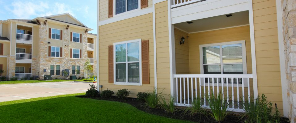 Beautiful landscape around The Reserve at Jones Road | Apartments in Houston