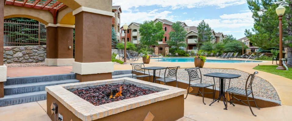 Courtyard of apartments for rent in Colorado Springs, CO