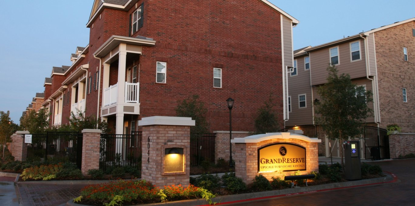 Townhomes For Rent In Dallas Tx Grand Reserve Upscale Townhome Rentals