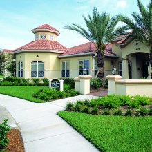 Apartment rentals exterior building and pool with hot tub in Brandon, FL