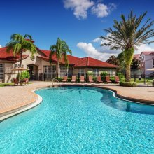 Apartment rentals exterior building in Brandon, Florida