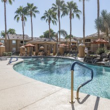 Apartment rentals exterior building and pool in Peoria, Arizona