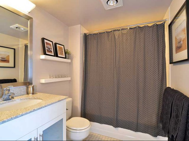 Arlington Virginia Apartments | Bathroom