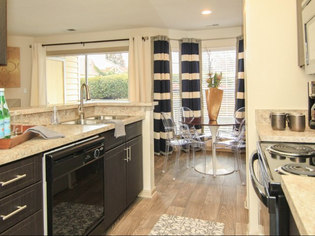 apartments in Charlotte  NC  Reafield Village will give you BRAGGING  RIGHTS with our beautiful kitchens. Apartments for Rent in Charlotte  NC   Reafield Village Apartments