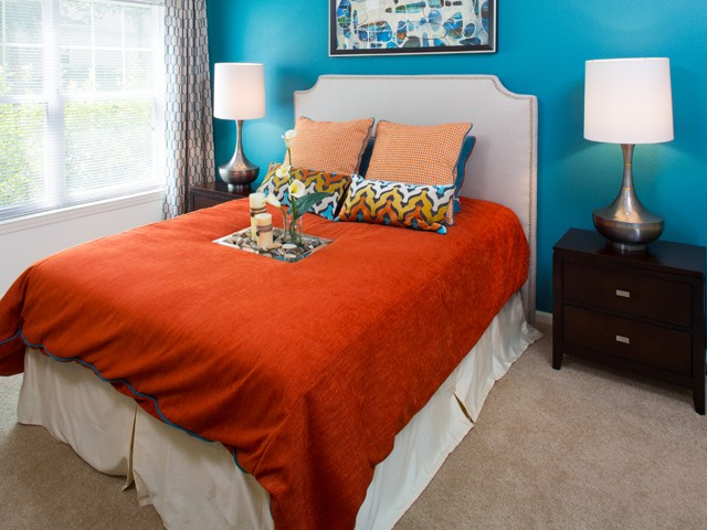 Colorful bedroom at grand reserve orange apartments in orange ct