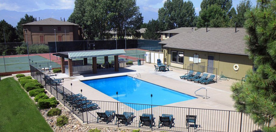 outdoor swimming pool deck