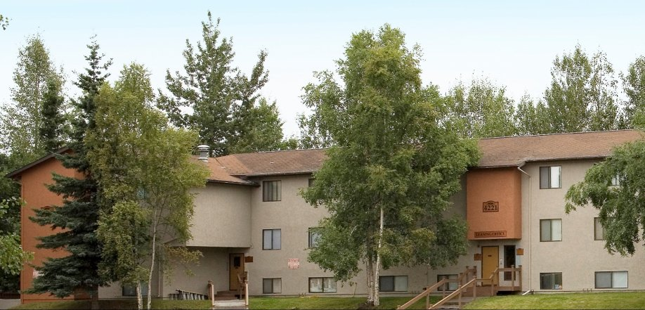 picture of apartment building exterior and grounds