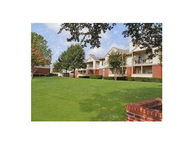 Apartments For Rent at The Gables of McKinney, TX | Large Lawn