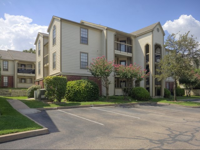 Arbors of Wells Branch Apartments for Rent in Austin, TX | Parking and Building Exteriors