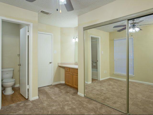 Arbors of Wells Branch Apartments for Rent in Austin, TX | En-Suite Bathroom