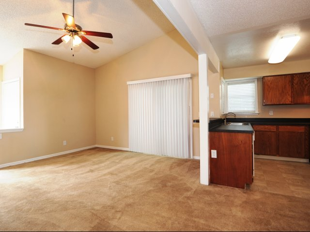 Oak Ramble | Apartments For Rent in Tampa, FL | Kitchen and Dining Area