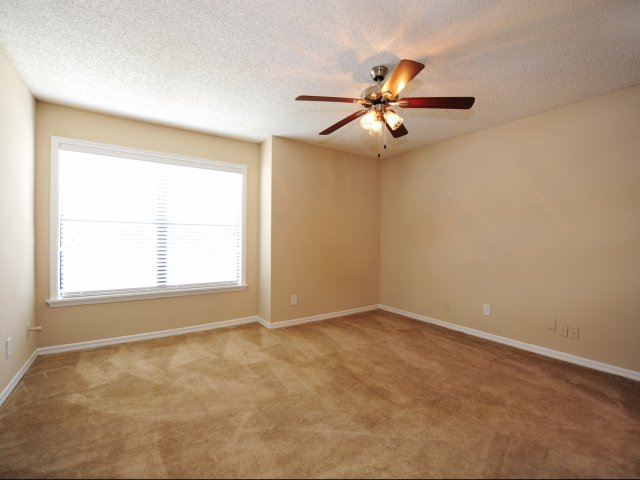 Oak Ramble | Tampa Palms, FL Apartments For Rent | Room with Large Windows