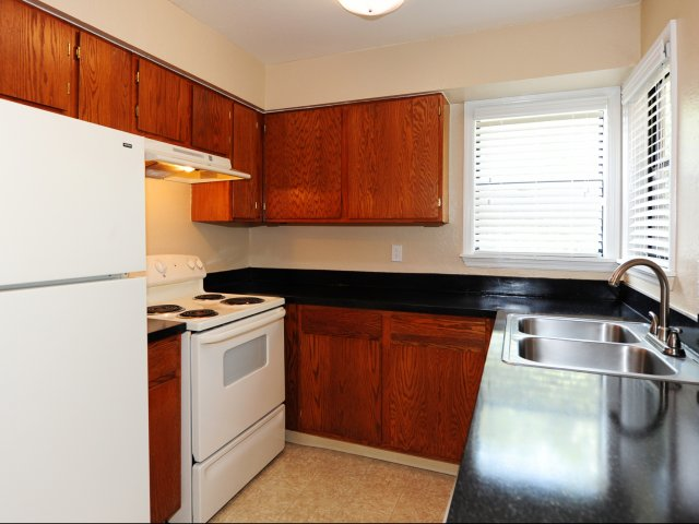 Oak Ramble | Apartments For Rent in Tampa, FL | Kitchen