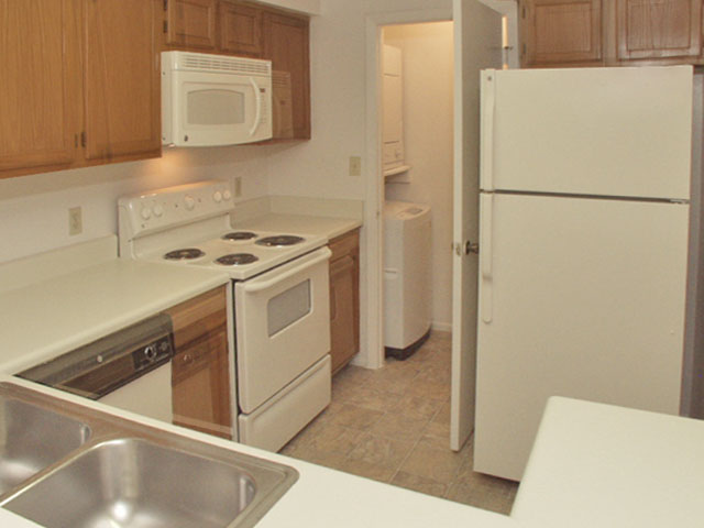 Sartaoga | Apartments For Rent in Melbourne, FL | Kitchen with Appliances