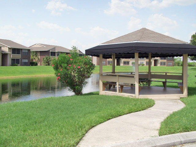 Sartaoga | Melbourne, FL Apartments For Rent | Lakeside Gazebo