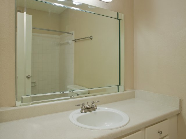Country view apartments for rent in san antonio texas for Bathroom mirrors san antonio