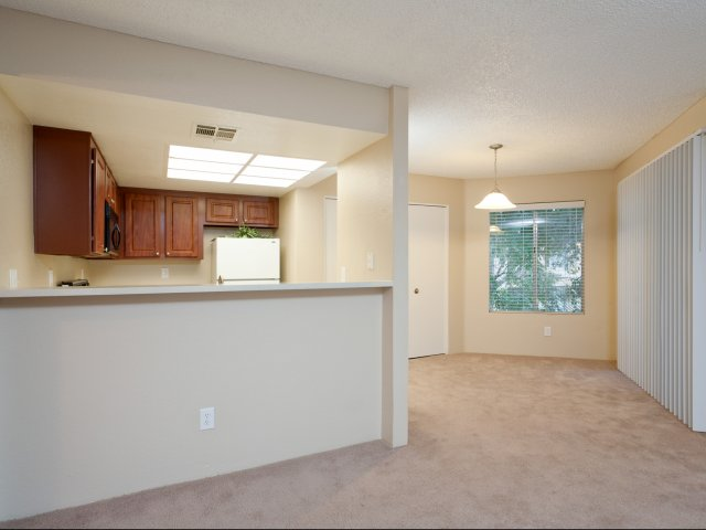Meadow Glen | Apartments For Rent in Glendale, AZ | Kitchen and Dining Area