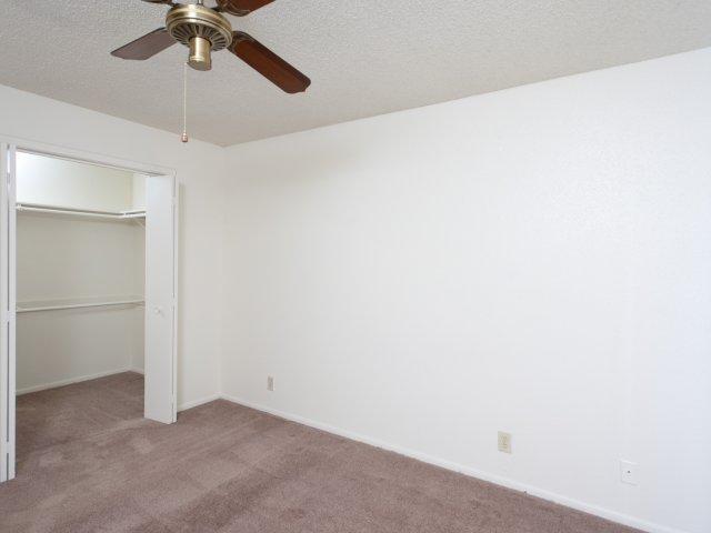 Villas at Cave Creek Apartments for Rent in Pheonix, AZ | Bedroom and Closet