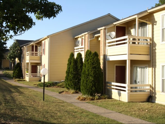 Windsor Park Apartments for Rent in Hendersonville, TN | Walkway
